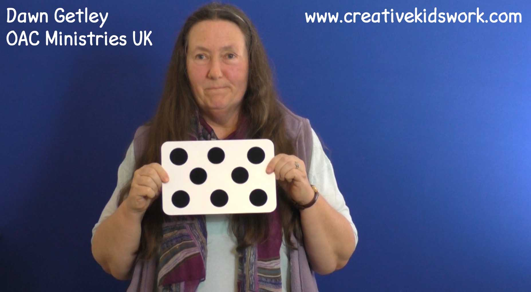 Dawn Getley and the story of Jesus turning the water into wines using the Surprising Dots magic trick