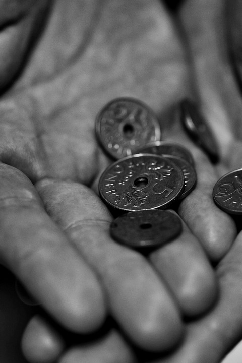 widow coins in hand